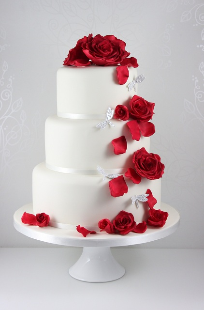 Beautiful wedding cakes for young: Images of red wedding cakes